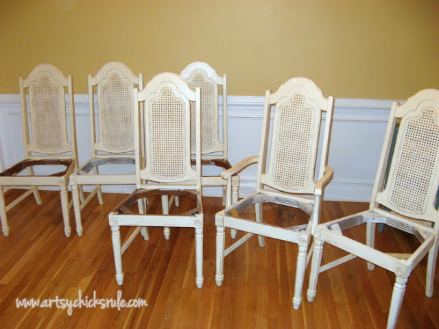 ASCP Old White painted dining chairs: Artsy Chicks Rule