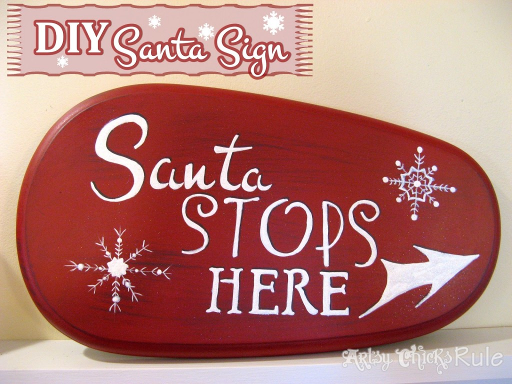 DIY Santa Sign - #santa #santasign #chalkpaint #diy #holidaydecor #Christmasdecor artsychicksrule.com