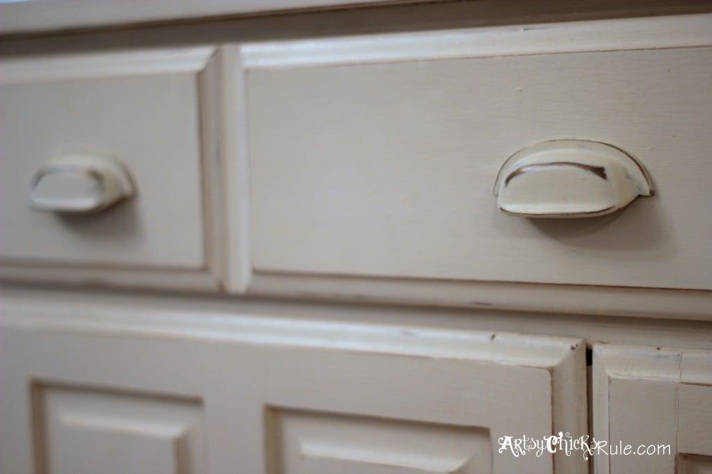 Baker's Hutch - Up Close Hardware Detail - Annie Sloan Chalk Paint