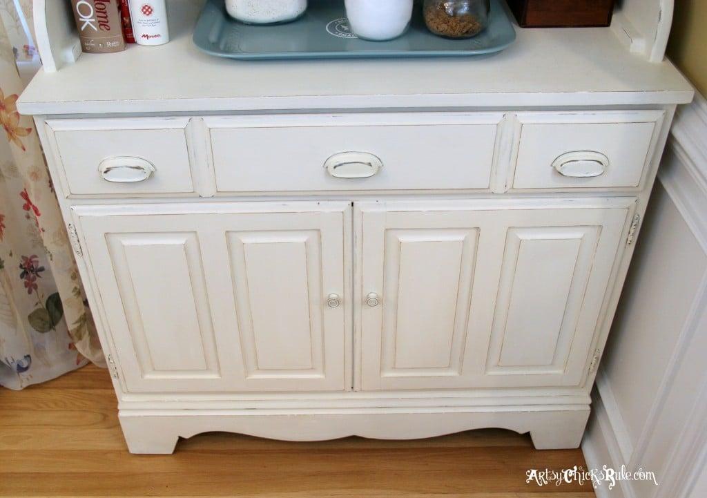 Bakers Hutch artsychicksrule.com #hutch #bakershutch #paintedfurniture #furnituremakeover #chalkpaint