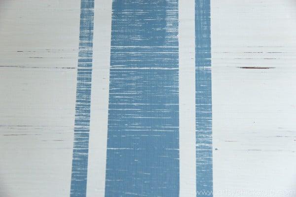 Grain Sack Table Makeover - Up Close Stripes - #chalkpaint #milkpaint #grainsack - artsychicksrule.com