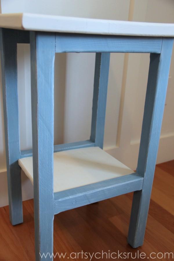 Grain Sack Table Makeover - side view - #chalkpaint #milkpaint #grainsack - artsychicksrule.com