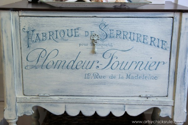 French Fabulous Cabinet Makeover - Distressed #chalkpaint -artsychicksrule.com