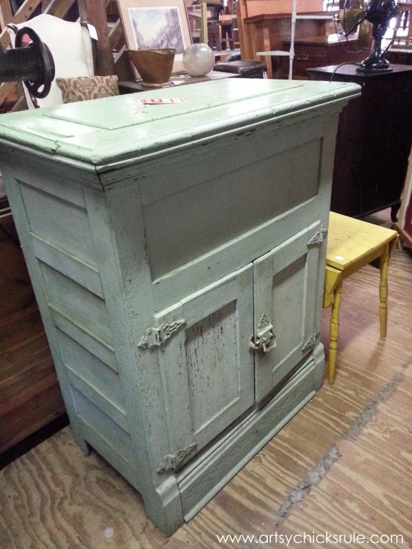 Page's Thieves Market - antique - Mt. Pleasant SC - #vintage #antiques artsychicksrule.com
