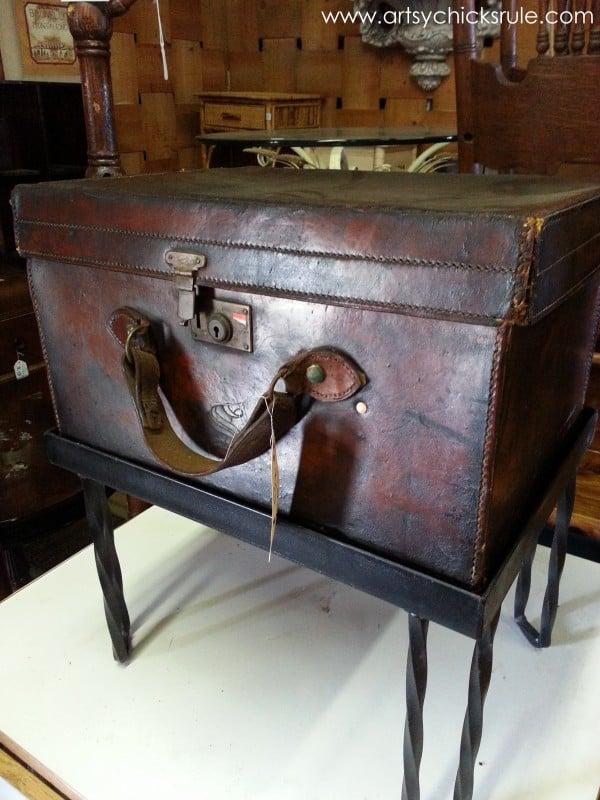 Page's Thieves Market - case and stand - Mt. Pleasant SC - #vintage #antiques artsychicksrule.com