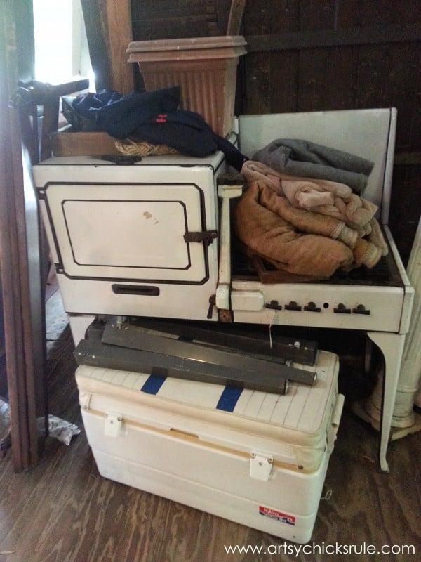 Page's Thieves Market - old stove - Mt. Pleasant SC - #vintage #antiques artsychicksrule.com
