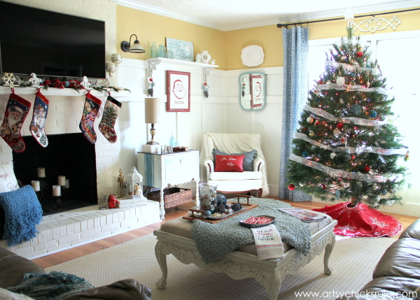 Christmas Home Tour 2014 - Red and Teal Themed - Family Room - View from Kitchen - #christmas #hometour #holidays #holidaydecor #redandteal artsychicksrule.com