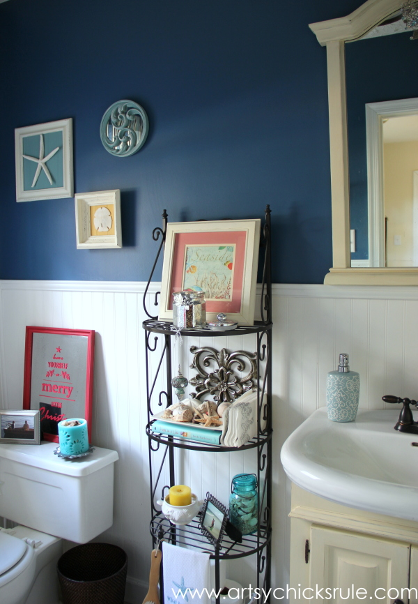 Christmas Home Tour 2014 - Red and Teal Themed - Guest Bath - #christmas #hometour #holidays #holidaydecor #redandteal artsychicksrule.com