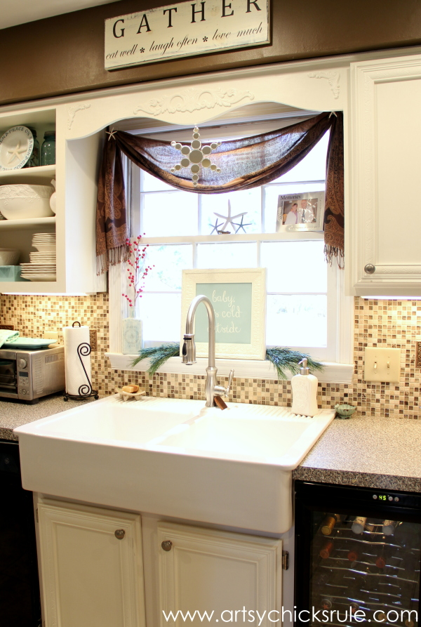 Christmas Home Tour 2014 - Red and Teal Themed - Kitchen - Farm Sink - #christmas #hometour #holidays #holidaydecor #redandteal artsychicksrule.com