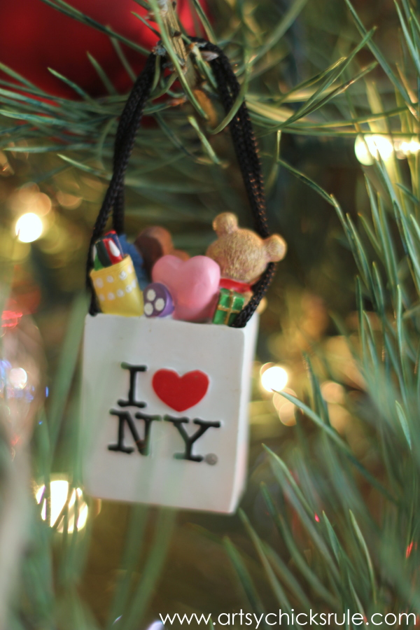 Oh Christmas Tree - 2014 - I love NY backwards - #Christmastree #ornaments #holidaydecor #holidays #Christmas artsychicksrule.com