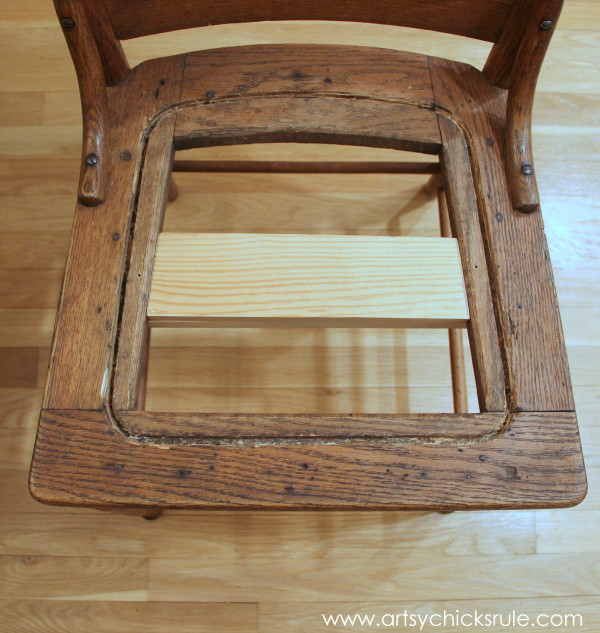 Press Back Chair Update with Java Gel Stain...SIMPLE! artsychicksrule.com #javagelstain #generalfinishes #pressbackchair #furnituremakeover