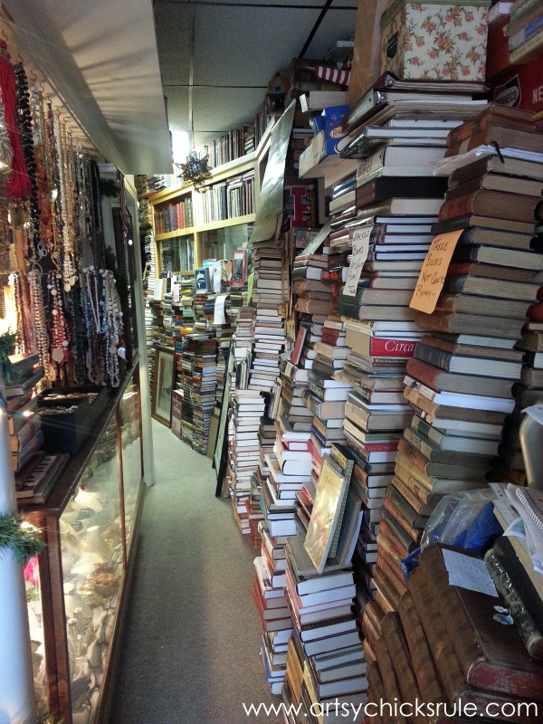 Vintage Goodness (books, lighting and more) #vintage #treasures #artsychicksrule #antiques (6)