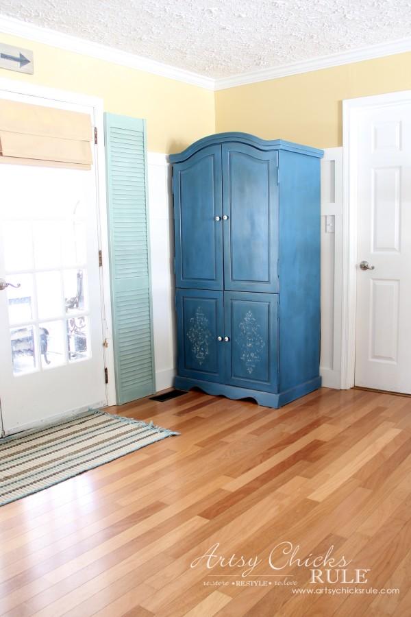 Family Room Makeover - After Back Right Corner - #makeover #diy #roommakeover #artsychicksrule artsychicksrule.com