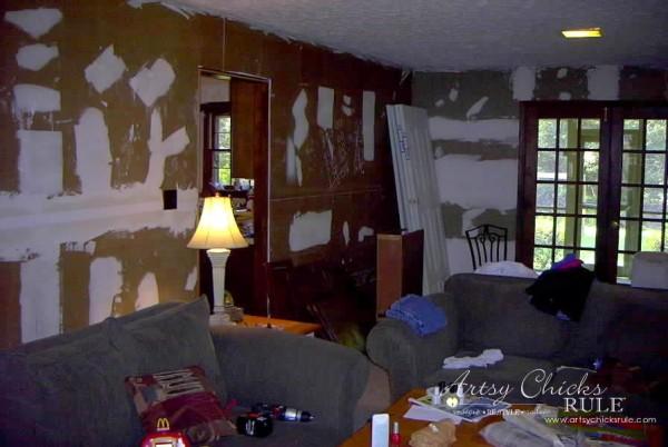 Family-Room-Makeover-Before-Back-Left-Corner-makeover-diy-roommakeover-artsychicksrule-artsychicksrule.com