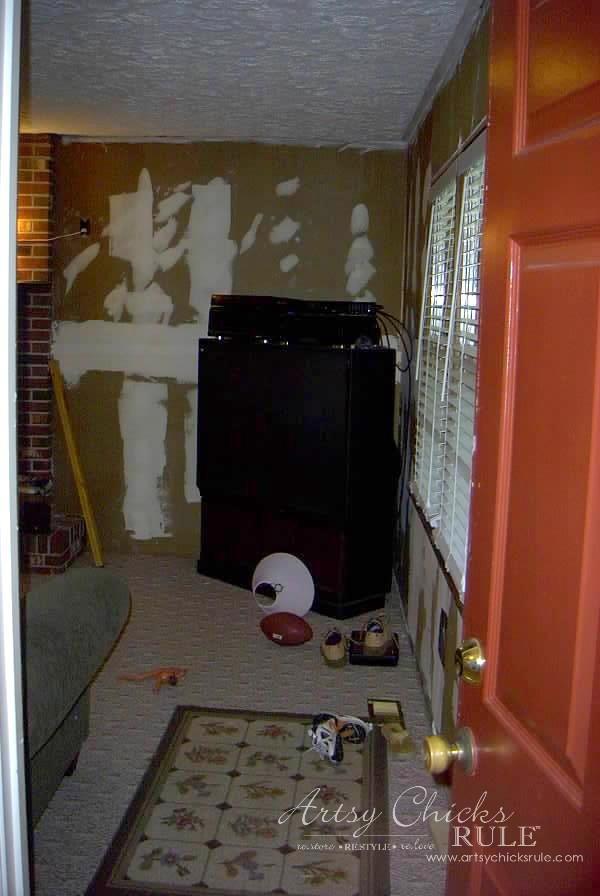 Family Room Makeover - Before Front Left Corner - #makeover #diy #roommakeover #artsychicksrule artsychicksrule.com