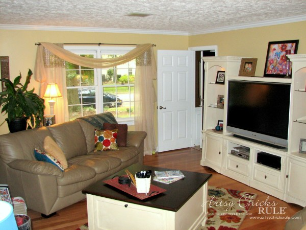Family Room Makeover - In Between Makeover - #makeover #diy #roommakeover #artsychicksrule artsychicksrule.com