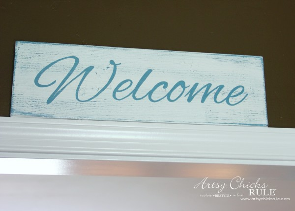 Easy DIY Welcome Sign - Easy and thrifty! - #welcome #sign artsychicksrule.com