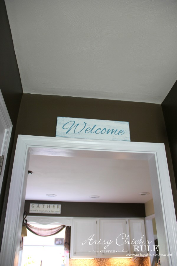 Easy DIY Welcome Sign - So easy and quick ! - #welcome #sign artsychicksrule.com