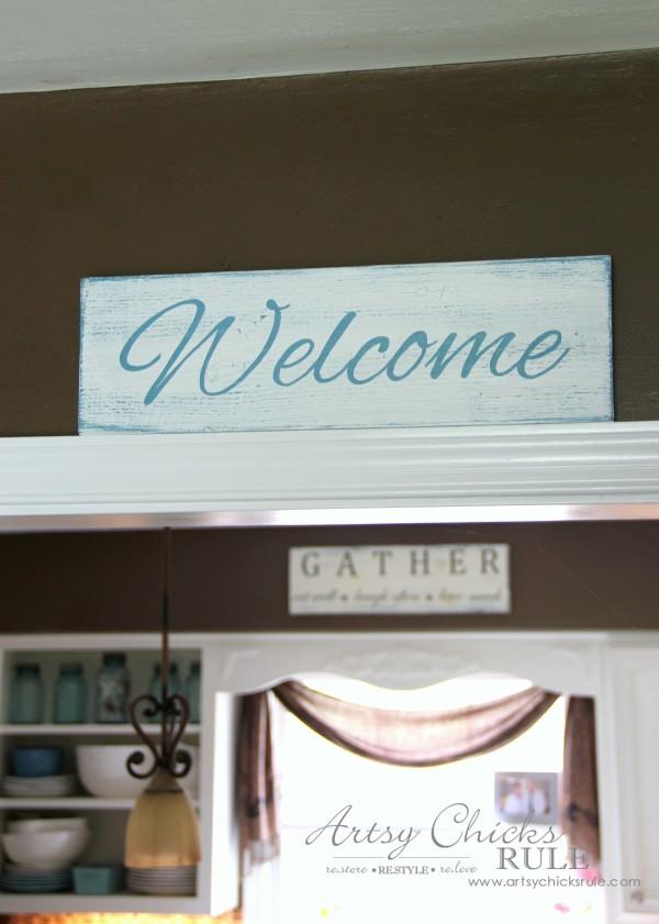 Easy DIY Welcome Sign - Super easy tutorial - #welcome #sign artsychicksrule.com