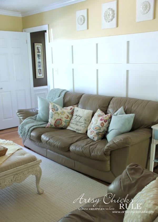 Coastal Summer Home Tour - with Balsam Hill - Family Room - #nautical #coastal #homedecor artsychicksrule.com