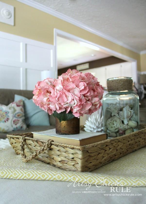 Coastal Summer Home Tour - with Balsam Hill - Fresh Flowers Decor - #nautical #coastal #homedecor artsychicksrule.com