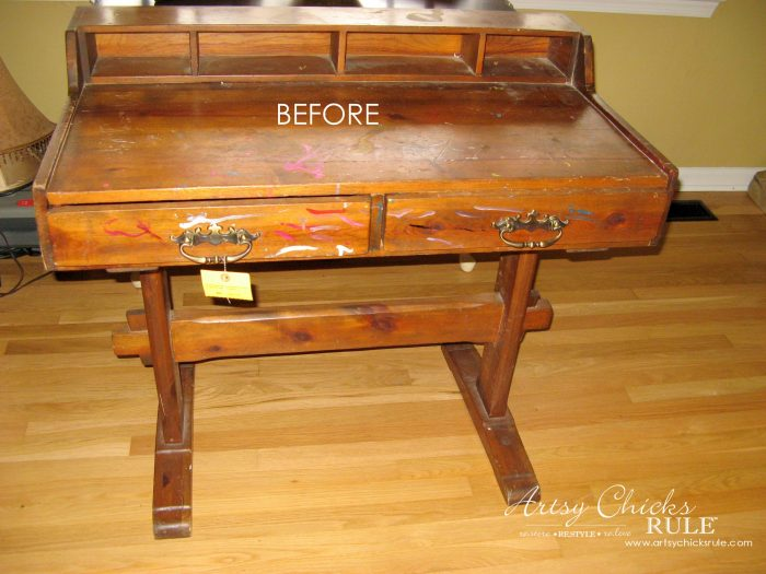 Chalk Painted Chalkboard Desk (thrifty makeover)