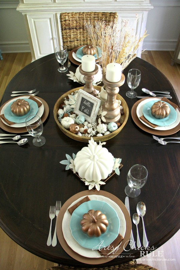 Coastal Casual Fall Tablescape - full table view - artsychicksrule #falldecor #falltablescape #coastaldecor