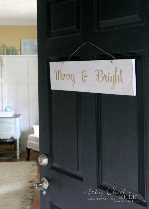 EASY DIY Merry and Bright Sign - Thrifty Makeover PERFECT FOR THE FRONT DOOR - artsychicksrule