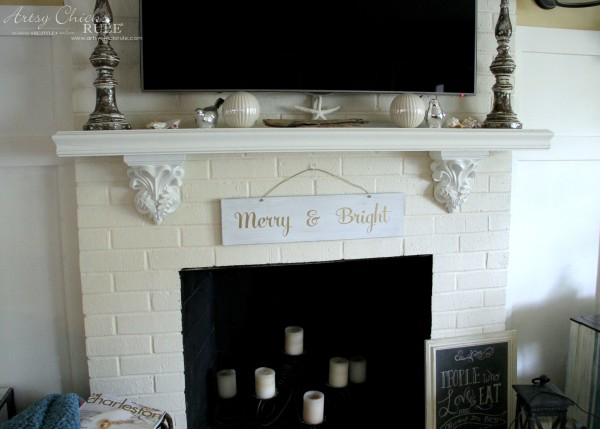 EASY DIY Merry and Bright Sign - Thrifty Makeover SO EASY - artsychicksrule