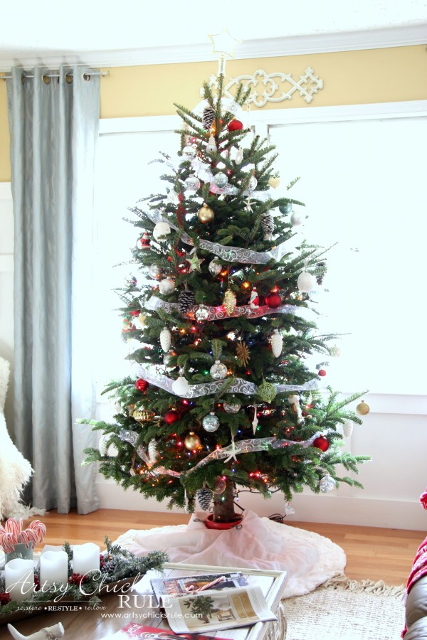 Christmas Home Tour 2015 - Live tree - artsychicksrule.com #christmashometour