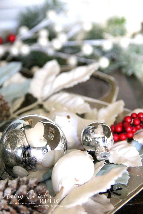 Coastal Christmas Foyer - neutral foyer decor - artsychickrule.com #Christmasdecor #coastalChristmas