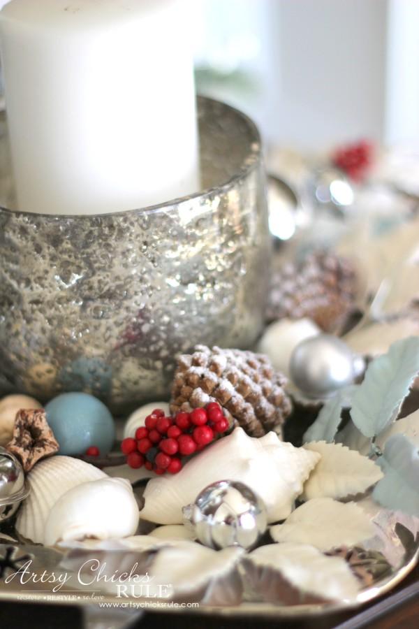 Coastal Christmas Foyer - neutral with pops of red - artsychickrule.com #Christmasdecor #coastalChristmas