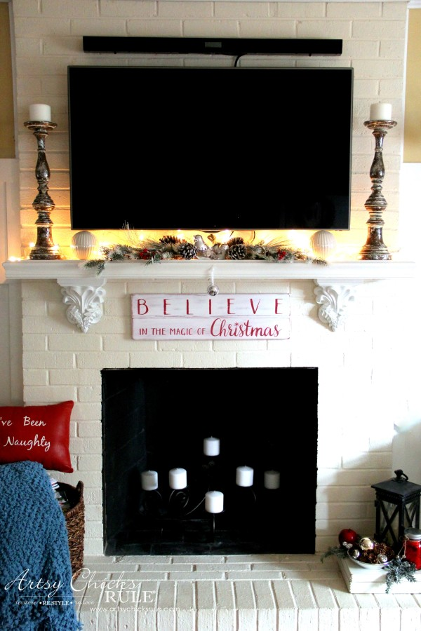 DIY Believe in the Magic of Christmas Sign - EASY PROJECT - #artsychicksrule #Christmassign #believesign