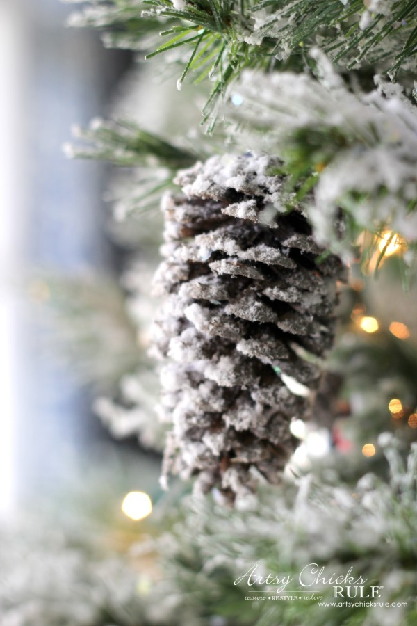 DIY Flocked Tree, Wreaths - Thrifty Holiday Decor! - Snowy Pine Cones - #artsychicksrule #flockedtree