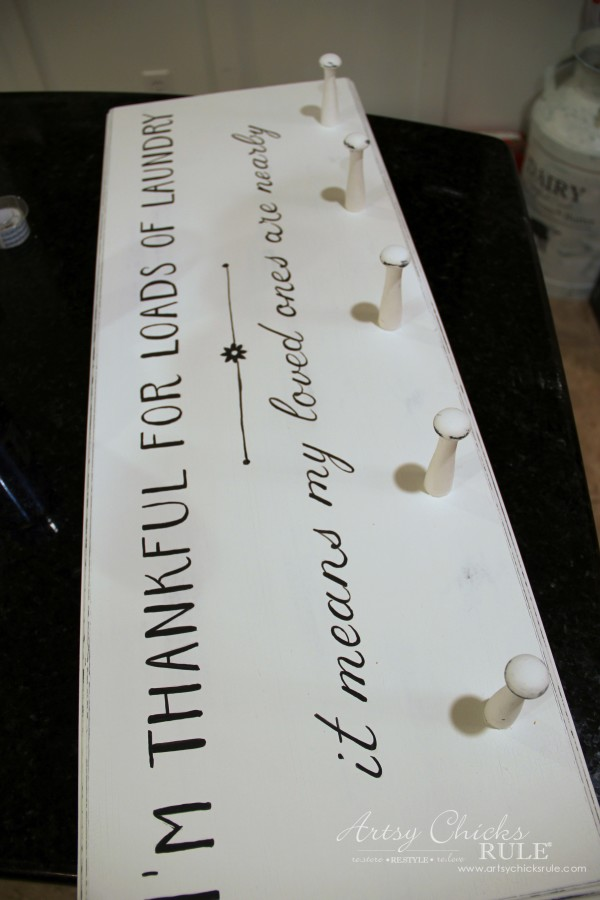 DIY Laundry Sign - thrift store makeover - hand painting in transfer - artsychicksrule #laundrysign
