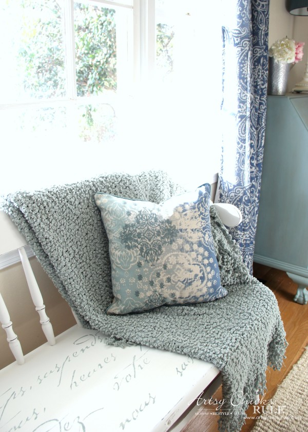 French Poem White Bench Makeover - BLUE PILLOW LOVE - #frenchfurniture #whitebench #makeover artsychicksrule
