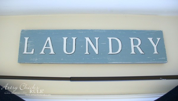 Antiqued Laundry Sign - Anyone can make this! - artsychicksrule #laundrysign #diylaundrysign