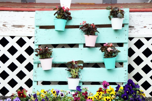 Upcycled-Pallet-Turned-to-Outdoor-Planter-3