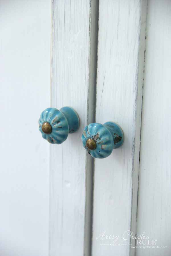Thrifty Cart Makeover (again!) - aqua knobs coastal style - artsychicksrule #furnituremakeovers #chalkpaintedfurniture