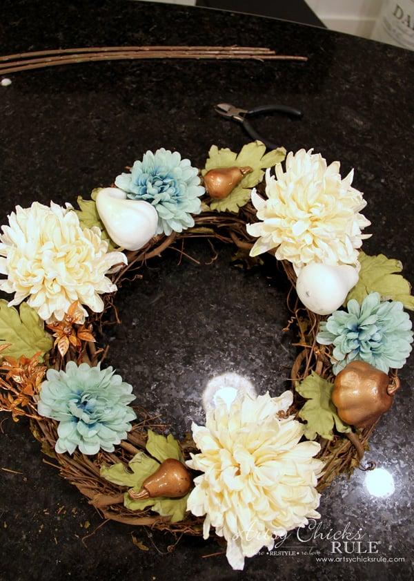 Coastal Fall Wreath - 3 - artsychicksrule.com #fallwreath #coastalfallwreath