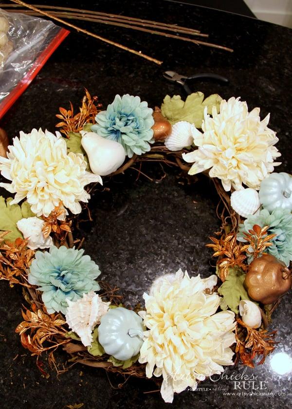 Coastal Fall Wreath - 4 - artsychicksrule.com #fallwreath #coastalfallwreath