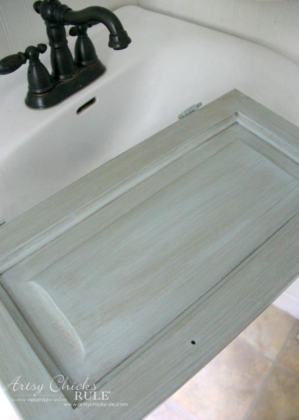Bath Cabinet Makeover - artsychicksrule.com