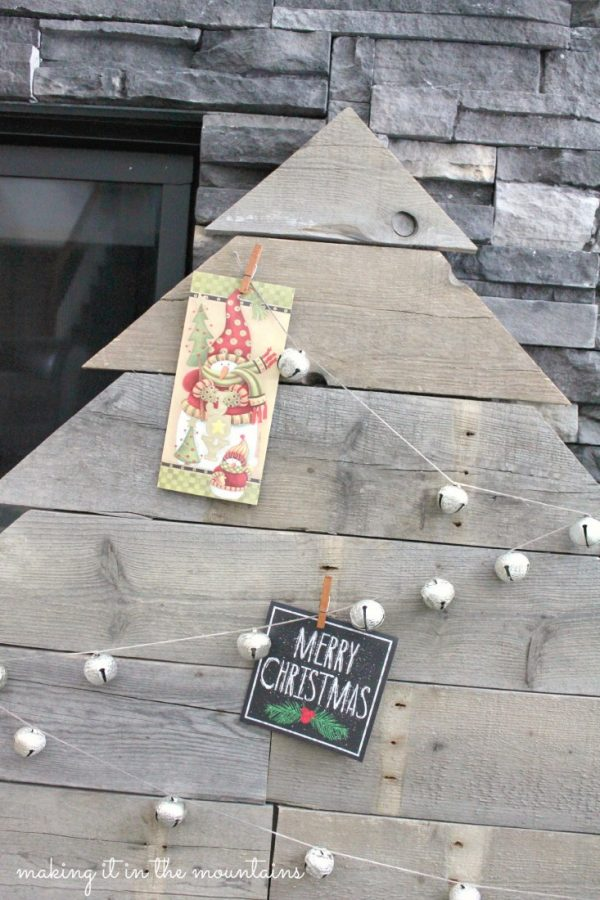 9-pallet-wood-christmas-card-tree-making-it-in-the-mountains