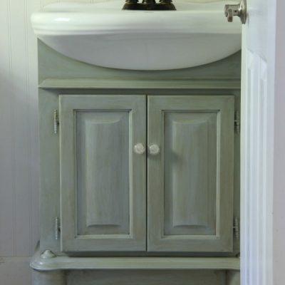 Bath Cabinet Makeover (plus new lighting)