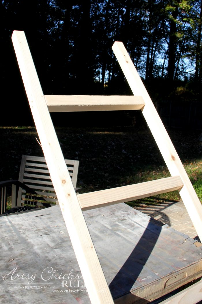 DIY Farmhouse Ladder (for less than $6!!!) artsychicksrule.com