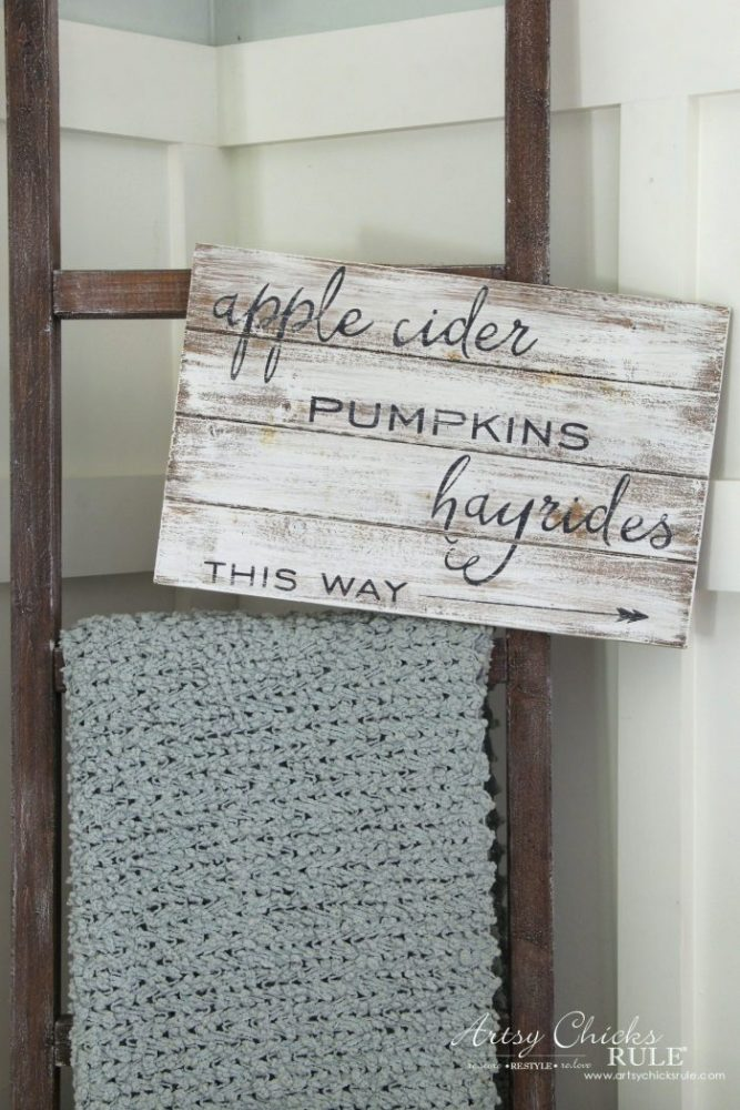 Apple Cider Hayrides & Pumpkins Sign - Simple DIY Fall Sign!! artsychicksrule.com #fallsign #silhouette