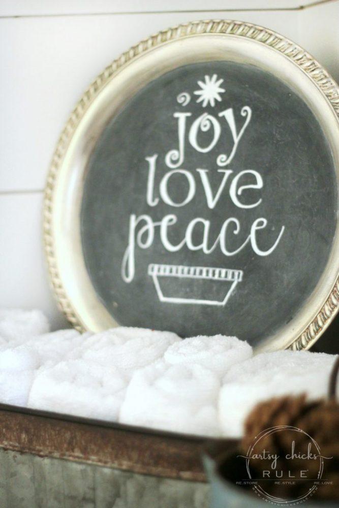 EASY Holiday Chalk Art with Chalk Pens artsychicksrule.com #holidaychalkart