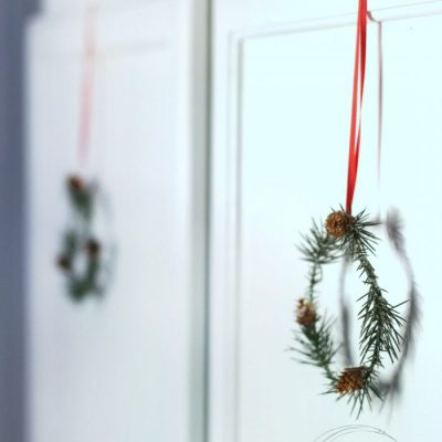 Easy DIY Mini Wreaths (simple tutorial!)
