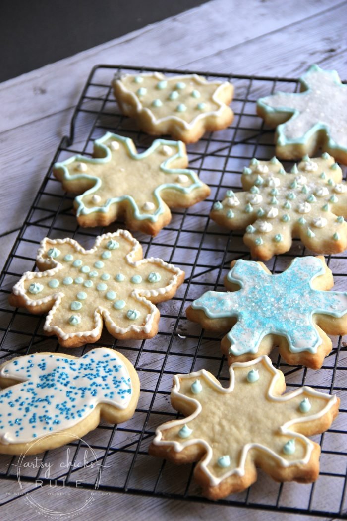 Family Christmas Traditions!! Baking, Crafting, Movie Watching! artsychicksrule.com #christmastraditions #familytraditions #bakingtraditions #Christmasrecipes #Christmasmovies
