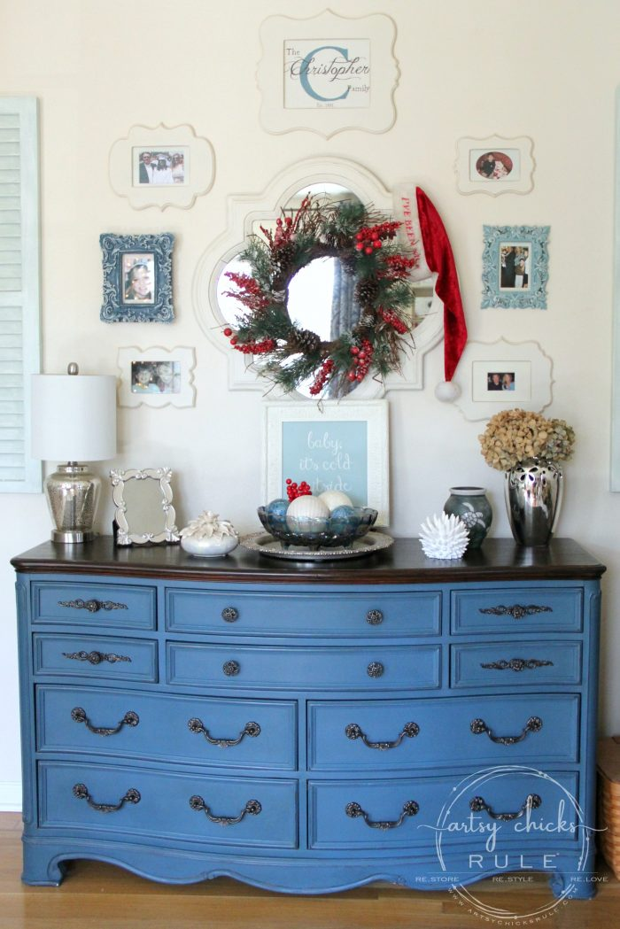 Festive Christmas Home Tour Part 2 #traditionalChristmas #Christmasdecor #aubussonblue #chalkpaint